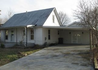Foreclosed Home in Lafayette 37083 WALTON AVE - Property ID: 4461942595