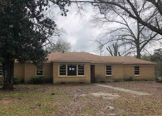 Foreclosed Home in Kilgore 75662 FLORENCE ST - Property ID: 4462090175