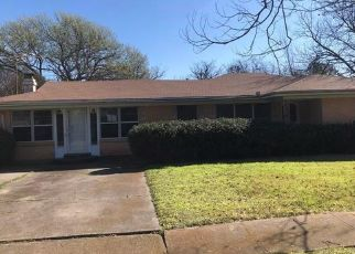 Foreclosed Home in Garland 75042 MORNINGSIDE DR - Property ID: 4462484357