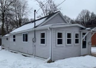 Foreclosed Home in Green Bay 54301 EMILIE ST - Property ID: 4462515460