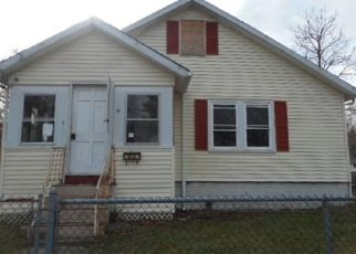 Foreclosed Home in Whitman 02382 LANTZ AVE - Property ID: 4462624962