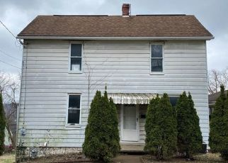 Foreclosed Home in Natrona Heights 15065 8TH AVE - Property ID: 4463396216