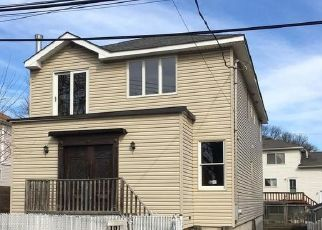 Foreclosed Home in Staten Island 10305 HASTINGS ST - Property ID: 4463423375