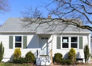 Foreclosed Home in Hamden 06514 GILBERT AVE - Property ID: 4463429958