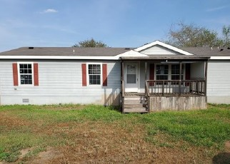 Foreclosed Home in Devine 78016 S JAMISON DR - Property ID: 4463766308