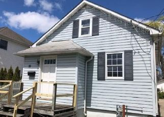 Foreclosed Home in Islip Terrace 11752 LINCOLN AVE - Property ID: 4463868358