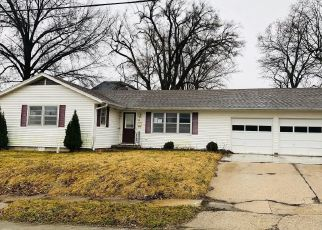 Foreclosed Home in Trenton 64683 E 7TH ST - Property ID: 4464090412