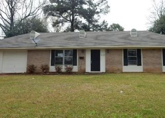 Foreclosed Home in Jackson 39211 PLANTATION BLVD - Property ID: 4464099611