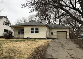 Foreclosed Home in Topeka 66605 SE WISCONSIN AVE - Property ID: 4464241518