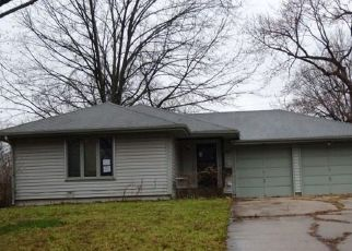Foreclosed Home in Topeka 66606 SW WARREN AVE - Property ID: 4464249391