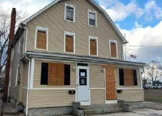 Foreclosed Home in Paulsboro 08066 W MADISON ST - Property ID: 4464356707