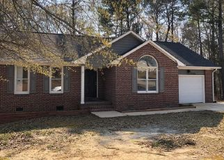 Foreclosed Home in Spring Lake 28390 HUNTING BAY DR - Property ID: 4464433793