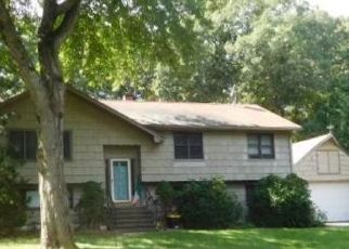 Foreclosed Home in Shelton 06484 BONNIE BROOK DR - Property ID: 4464732485