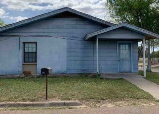 Foreclosed Home in Hebbronville 78361 W MAGNOLIA ST - Property ID: 4465095562