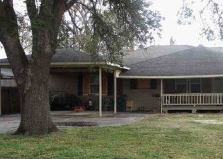 Foreclosed Home in Groves 77619 HICKORY AVE - Property ID: 4465105643