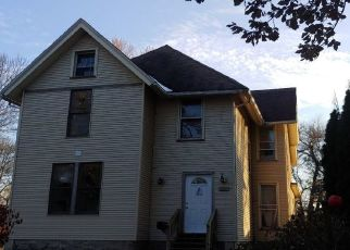Foreclosed Home in Davenport 52803 E 14TH ST - Property ID: 4465800709