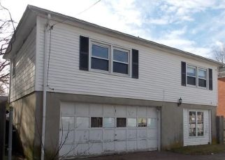 Foreclosed Home in West Warwick 02893 WILLOW ST - Property ID: 4466751546