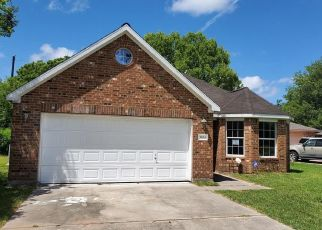 Foreclosed Home in Hitchcock 77563 N LINCOLN DR - Property ID: 4466777380