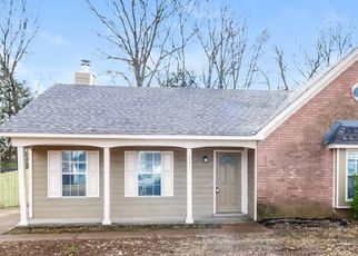 Foreclosed Home in Memphis 38134 ELMORE WOODS CV - Property ID: 4467355959