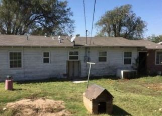 Foreclosed Home in Amarillo 79107 OAK DR - Property ID: 4467604719