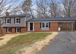 Foreclosed Home in Winston Salem 27106 BARNSLEY CT - Property ID: 4467708514