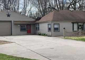 Foreclosed Home in Livonia 48154 GREENLAND ST - Property ID: 4468163569
