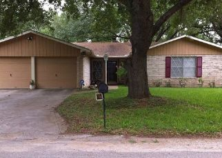 Foreclosed Home in Floresville 78114 ARROWHEAD ST - Property ID: 4469502458