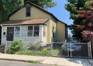 Foreclosed Home in Springfield 01109 MANHATTAN ST - Property ID: 4473707447