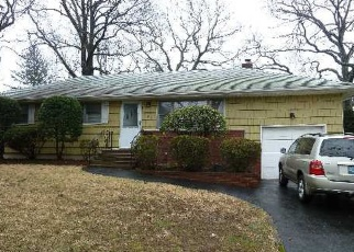 Foreclosed Home in Huntington Station 11746 QUEBEC DR - Property ID: 4475532484