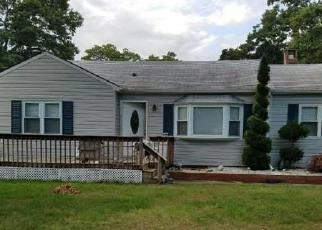 Foreclosed Home in Ronkonkoma 11779 2ND ST - Property ID: 4476193383