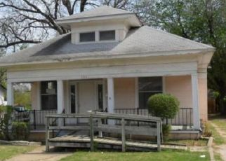 Foreclosed Home in Fort Worth 76164 PARK ST - Property ID: 4476399678