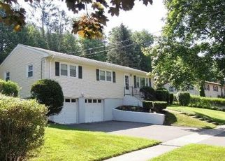 Foreclosed Home in Stratford 06614 DELAWARE DR - Property ID: 4477166571
