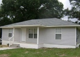 Foreclosed Home in Defuniak Springs 32433 QUEBEC AVE - Property ID: 4477767918