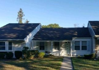 Foreclosed Home in Coram 11727 FREEDOM LN - Property ID: 4477998724