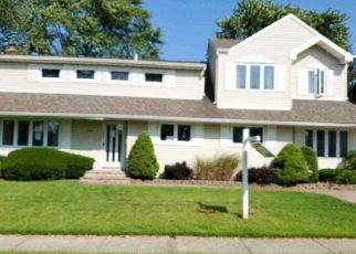 Foreclosed Home in West Islip 11795 N DYRE AVE - Property ID: 4478630720