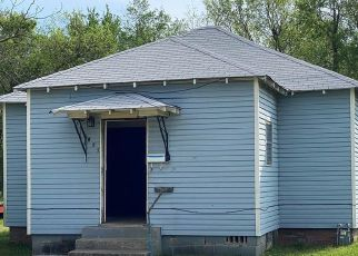 Foreclosed Home in Okmulgee 74447 N MUSKOGEE AVE - Property ID: 4480272235