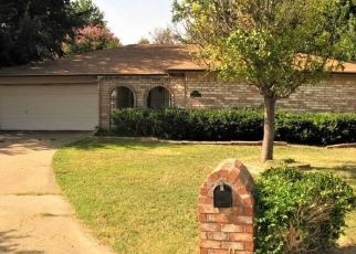 Foreclosed Home in Arlington 76014 TERREBONNE CT - Property ID: 4480365531