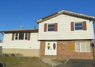Foreclosed Home in Central Islip 11722 BRANCH AVE - Property ID: 4480434285