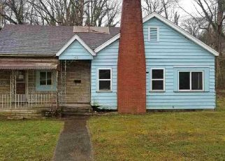Foreclosed Home in Huntington 25705 AVONDALE RD - Property ID: 4480607287