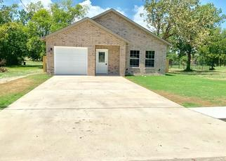 Foreclosed Home in Greenville 75401 SPENCER ST - Property ID: 4480934456