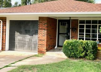 Foreclosed Home in Oklahoma City 73120 BARCLAY RD - Property ID: 4482426188