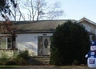 Foreclosed Home in West Islip 11795 MALTS AVE - Property ID: 4482491449