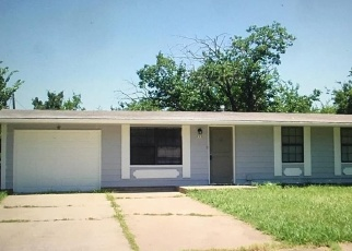 Foreclosed Home in Denison 75021 FOREST LN - Property ID: 4482572482