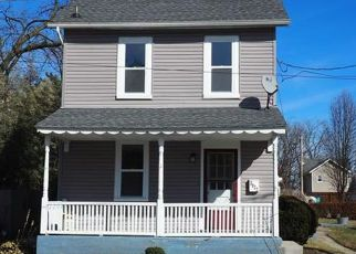 Foreclosed Home in Whitehall 18052 S 4TH ST - Property ID: 4482800222