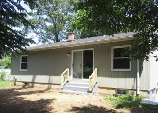 Foreclosed Home in Hauppauge 11788 WHEELER RD - Property ID: 4484316944