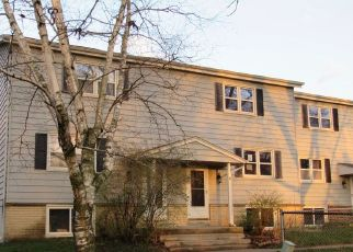 Foreclosed Home in Dousman 53118 WOLF DR - Property ID: 4485169220