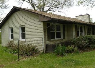 Foreclosed Home in Scottsville 24590 HOLLOW LN - Property ID: 4485208197