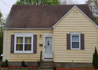 Foreclosed Home in Lindenhurst 11757 JACKSON AVE - Property ID: 4485601956