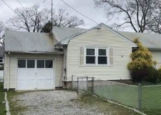 Foreclosed Home in West Babylon 11704 LARSEN LN - Property ID: 4485604129