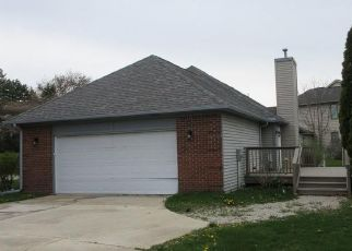 Foreclosed Home in Detroit 48215 VICTORIA PARK DR W - Property ID: 4486115695